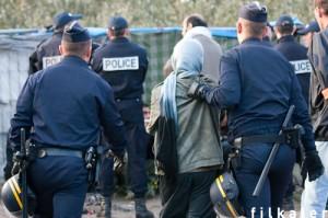 calais police migrants